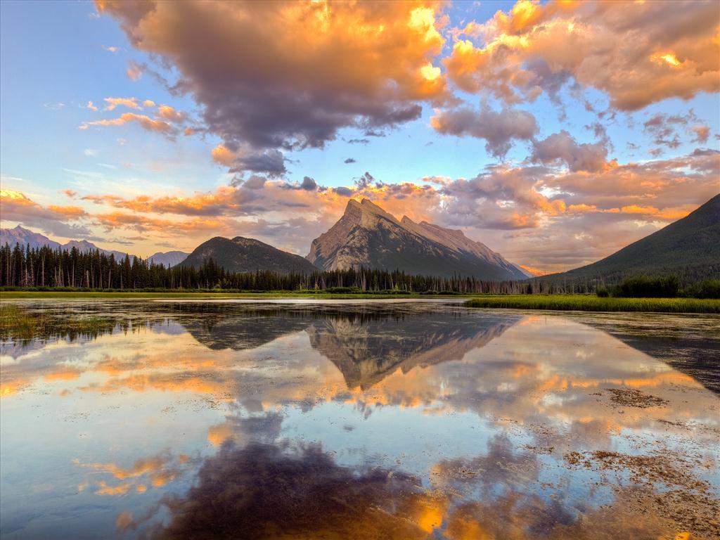 Fond d 39 cran montagne dans le lac for Fond ecran montagne