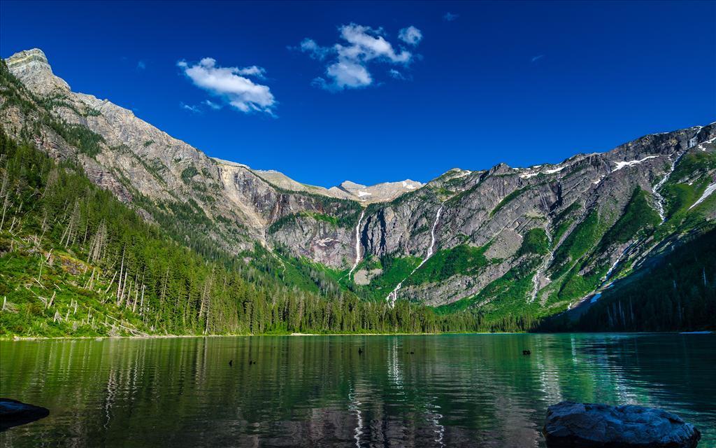 Fond d 39 cran lac en montagne for Fond ecran montagne
