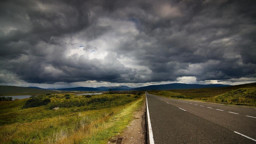 Fond d 39 cran ciel sombre au dessus de la route for Fond ecran sombre